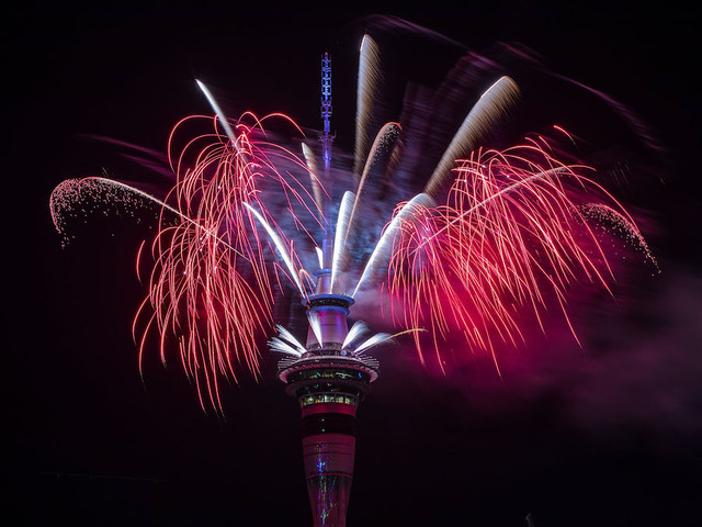 New Year celebrations kick off as New Zealanders usher in 2018
