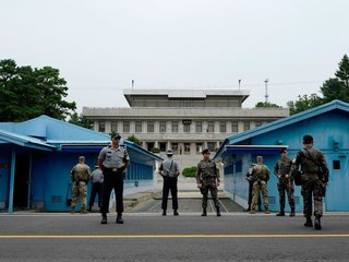 North Korean art troupe might cross DMZ on foot