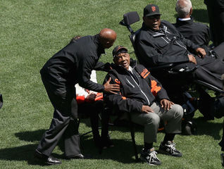 Former MLB slugger Willie McCovey dies at age 80